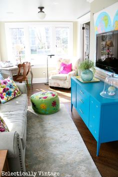 "would love this bright & cheerful look in my ""lower level family room"" -- How to Choose the Perfect Paint Color - before you buy!  and an estate sale furniture transformation!  eclecticallyvintage.com"