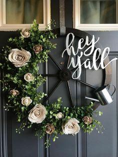 Wagon wheel farmhouse wreath - My Projects - Spring Front Door Wreaths, Holiday Wreaths, Diy Fall Wreath, Summer Wreath, Wreath Ideas, Welcome Signs Front Door, Magnolia Wreath, Wagon Wheel, Valentine Wreath
