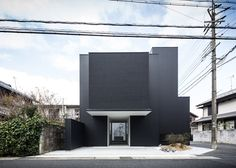 Framing house is a modern townhouse located in Shiga, Japan that was designed by Kouichi Kimura Architects. The house has minimalism style with a striking black facade Architecture Résidentielle, Japanese Architecture, Beautiful Architecture, Contemporary Architecture, Minimalist Architecture, Modern Townhouse, Shiga, Japanese House, Architect Design