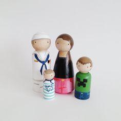 CUSTOM big peg family of 4 // personalized peg dolls por PegandPlum