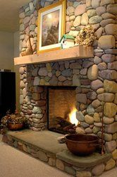 Hottest Free cultured Stone Fireplace Tips Stacked stone fireplaces are undeniably gorgeous and can turn what would otherwise be a plain, borin Country Fireplace, Cabin Fireplace, Farmhouse Fireplace, Fireplace Remodel, Fireplace Mantels, Fireplace Ideas, Mantel Ideas, Fireplace Facade, Fireplace Makeovers