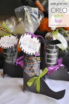Free printable witch shoes and tag for Oreo Halloween treat.  This is such a fun idea!