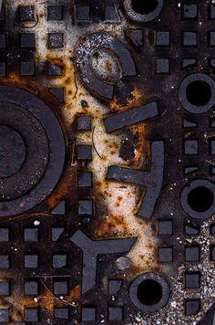 Rust | さび | Rouille | ржавчина | Ruggine | Herrumbre | Chip | Decay | Metal | Corrosion | Tarnish | Texture | Colors | Contrast | Patina | Decay | lensblr-network: City. by aurum-design.tumblr.com