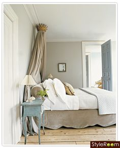 Love the taupe and blue combo