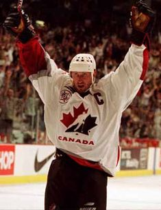 Montreal Canadiens - Wayne Gretzky Plus Montreal Canadiens, Field Hockey Problems, Canadian Men, Canadian Things, Canada Cup, Hockey World, Wayne Gretzky, Hockey Players, Hockey Logos