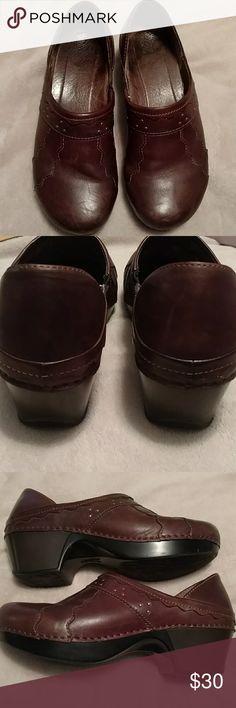 Danskos Brown leather Danskos. Good used condition. Size 40. Dansko Shoes Mules & Clogs