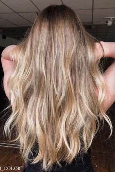30 Blonde Hair Colors for Fall to Take Straight to Your Stylist 30 Blonde Hair Colors for Fall to Take Straight to Your Stylist - Southern Living and beauty Balayage Rubio Natural, Dark Blonde Balayage, Bright Blonde, Natural Blonde Highlights, Blonde Baliage, Blonde Caramel Highlights, Honey Blonde Highlights, Ombre Highlights, Hair Colors