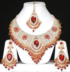 indian wedding jewellery for brides #indianjewellery #jewellerydesign #bridaljewellery