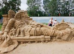 These are some sand sculptures that were made in Australia a few weeks ago. They are the biggest and best sand sculptures I have ever seen! Snow Sculptures, Sculpture Art, Metal Sculptures, Abstract Sculpture, Bronze Sculpture, Cool Pictures, Cool Photos, Gulliver's Travels, Ice Art