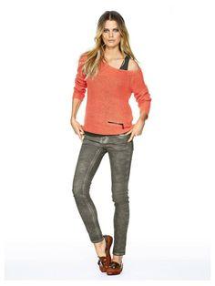 Jean Slim couleur kaki - http://www.helline.fr/Jean/an022083X/HellineFr?ShopID=sh6112226sp10021591021