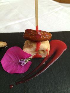 Brocheta de pollo,queso y dátil