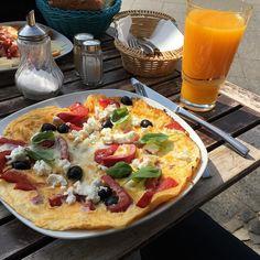 Frühstück! by moeffju