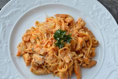 Kycklingpasta med ajvar relish Lchf, Diet Recipes, Spaghetti, Food And Drink, Yummy Food, Eat, Cooking, Healthy, Ethnic Recipes