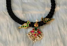 Gold Necklace Simple, Gold Jewelry Simple, Black Gold Jewelry, Silver Jewellery Indian, Coral Jewelry, Stylish Jewelry, Pendant Jewelry, Beaded Jewelry, Fine Jewelry