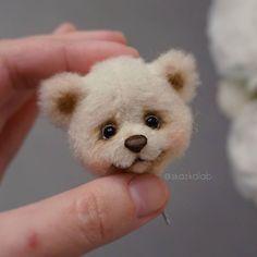 Уже люблю! Такой трогательный   WEBSTA - Instagram аналитика Teddy Bear Toys, Cute Teddy Bears, Bear Character, Vintage Teddy Bears, Bunny Plush, Little Critter, Stuffed Animal Patterns, Felt Animals, Creations