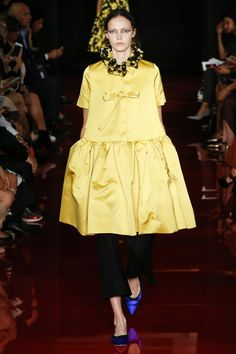 Rochas Spring 2018 Ready-to-Wear Collection Photos - Vogue  #Rochas  #fashion  #Koshchenets