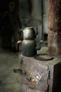 Beautiful old stove and kettles. Wabi Sabi, Old Stove, Antique Stove, Howls Moving Castle, Country Primitive, Abandoned Places, Kettle, Still Life, Coffee Shop