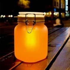 Sunjar Solar Lamp At night your Sun Jar lights up automatically. In the day leave your Sun Jar outside - or in a sunny window for several hours to charge.Made with a traditional Mason Jar. Inside the jar is a highly efficient solar cell, rechargeable batt Solar Powered Lamp, Solar Lamp, Led Lamp, Diy Solar, Solar Mason Jars, Mason Jar Lamp, Sun Jar, Energy Oils, Pots