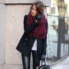 Outfits and Looks, Ideas & Inspiration Outfit of the day. Classic wool coat, with leather pants and point-toe boots, and a thin cashmere. Winter Fashion Outfits, Fall Winter Outfits, Look Fashion, Autumn Winter Fashion, Casual Outfits, Womens Fashion, Casual Winter, Fashion Edgy, Night Outfits