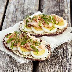 Puikula rye bread with salmon. Rye Bread, Salmon, Tacos, Good Food, Fresh, Breakfast, Ethnic Recipes, Morning Coffee, Atlantic Salmon