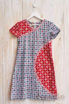 Madeline Garutan Dress -M Blouse Batik, Batik Dress, African Fashion, Kids Fashion, Fashion Design, Diy Moda, Batik Kebaya, Dress Anak, Batik Fashion