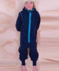 Vi älskar detaljen med den klarblå randen utmed dragkedjan...  We are loving the cool blue stripe adding a little extra to an already gorgeous kids jumpsuit!