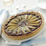 La fragranza della pasta frolla e l'abbinamento di due ingredienti al bacio: prova la crostata di pere e cioccolato. Scopri la ricetta di Sale&Pepe.