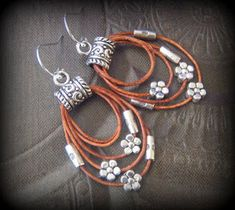 Rustic CowGirl South West Lasso Flowers Leather Hoop by YuccaBloom Diy Leather Earrings, Bead Earrings, Leather Jewelry, Wire Jewelry, Boho Jewelry, Jewelry Crafts, Earrings Handmade, Beaded Jewelry, Jewelery