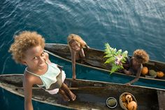 Oceania: Melanesian children with natural blonde hair, Solomon Islands Dark Skin Blue Eyes, Brown Skin, Solomon Islands People, Melanesian People, People Around The World, Around The Worlds, European People, Going Blonde, Black And Blonde