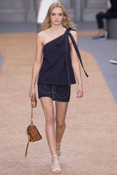 Chloé Spring 2016 Ready-to-Wear Fashion Show - Ella Wennström