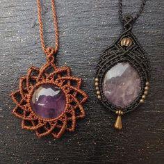 Macrame necklace strand or bracelet idea Collar Macrame, Macrame Colar, Macrame Necklace, Macrame Knots, Macrame Jewelry, Macrame Bracelets, Wire Earrings, Tutorial Colar, Macrame Tutorial