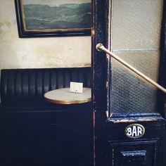 Hotel Delmano in Brooklyn, photo by Nicole Franzen Cafe Bar, Cafe Restaurant, Restaurant Design, Best Hotel Deals, Best Hotels, Le Shop, Shops, Nyc, Vintage Interiors