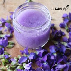 This easy to make violet-infused aloe soothing gel will bring about quick relief. Aloe and violet each have natural skin-calming and anti-inflammatory properties that your skin will love. Healing Herbs, Medicinal Herbs, Aloe Vera Gel Diy, Sweet Violets, Flower Food, Make Beauty, Beauty Recipe, Belleza Natural, Perfume