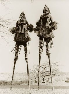hushaby: vintage everyday: Funny Vintage Photos Show That Walking with Stilts May Be One of the Favorite Moving Styles in the Past photos funny M∆TRIX BOT∆NIC∆ Funny Vintage Photos, Vintage Humor, Vintage Photographs, Vintage Ads, Dark Fantasy, Afrique Art, Art Premier, African Masks, African Culture