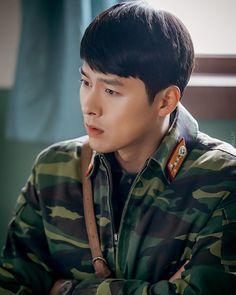 Crash Landing On You-Hyun Bin-Korean Drama-Subtitle Indonesia Hyun Bin, Netflix, Asian Actors, Korean Actors, Kpop, Hot Korean Guys, Manga Anime, Korean People, Park Hyung Sik