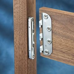 Learning Woodworking Surface Mounted Bed Rail Brackets - Rockler Woodworking Tools For the girls' bed - No need to mortise into rails and posts. Bed Hardware, Furniture Hardware, Bed Furniture, Furniture Projects, Home Projects, Furniture Plans, Tools Hardware, Furniture Stores, Furniture Design