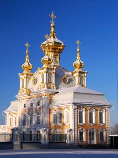 Saint-Péterbourg, la chapelle à Peterhof.                                                                                                                                                                                 Plus