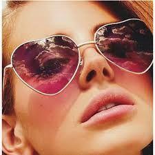 Resultado de imagem para óculos femininos de coração