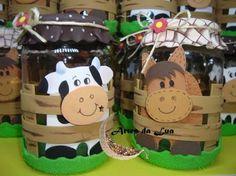 Resultado de imagen para centro de mesa fazendinha Barnyard Party, Farm Party, Twin Birthday, Farm Birthday, Mc Donald Party, Baby Formula Cans, Farm Theme, Craft Show Ideas, Ideas Para Fiestas