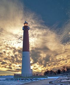 ♜  Barnegat Lighthouse has 217 steps and is 172' tall, located in New Jersey, USA.