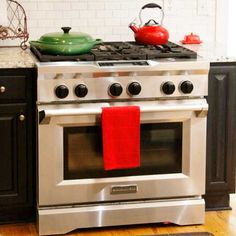 KitchenAid® Commercial-Style Dual Fuel Range combines a gas cooktop with an electric oven. #KitchenEnvy #sponsored