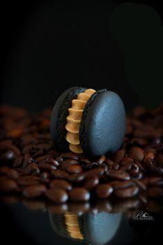 Macarons negros con crema de café