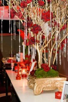 gorgeous christmas tables | gorgeous crystal adorned tree Christmas centerpieces 19 ideas