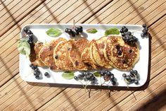 Healthy and light vegan pancakes made with fruits - Nasjonal Gastro Vegan Pancakes, Vegetarian Recipes, Mango, Pork, Yummy Food, Models, Meat, Fruit, Healthy