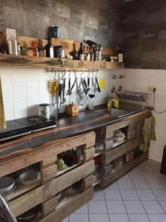 Euro pallets as a DIY kitchen idea.- Europaletten als DIY Küchen-Idee. Euro pallets as a DIY kitchen idea. Wooden Kitchen, Diy Kitchen, Kitchen Decor, Kitchen Design, Kitchen Cart, Diy Pallet Furniture, Kitchen Furniture, Palette Deco, Pallet Designs
