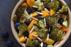 Te explicamos paso a paso, de manera sencilla, la elaboración de la receta de calabaza asada con brócoli crujiente. Ingredientes, tiempo de elaboración