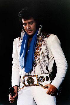 No info; but fabulous photo of Elvis ❤
