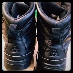 Black Nike boots for boys Size 5y for boys in very good conditions Nike Shoes Sneakers