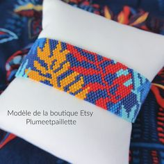Tissages en perles Bead Embroidery Jewelry, Beaded Embroidery, Peyote Stitch Patterns, Brick Stitch, Creations, Etsy, Bracelets, Projects, Stuff To Buy