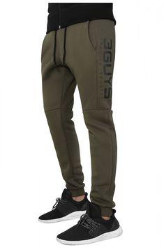 3GUYS φόρμα σε κανονική γραμμή με λάστιχο στο κάτω μέρος. Το ρούχο διαθέτει σχεδιαστικές λεπτομέρειες και τύπωμα στα πλάγια δεξιά.Το μοντέλο της φωτογραφίας έχει ύψος 1,88, είναι 78 κιλά και φοράει μέγεθος Medium.ΣΥΝΘΕΣΗ: 70% Βαμβάκι 30% Πολυεστέρας Sweatpants, Fashion, Moda, Fashion Styles, Fashion Illustrations